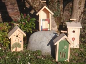 Vogelnistkästen und Schmetterlings winterquartier