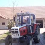 Bauer Konny auf dem Traktor
